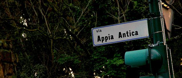 Kaikki tiet vievät Roomaan.