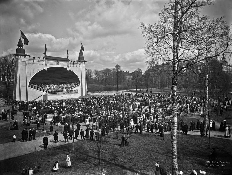 Laulujuhlat Kaisaniemen urheilukentällä 6.- 9.6.1907 Kuva: Signe Brander / Helsingin kaupunginmuseo